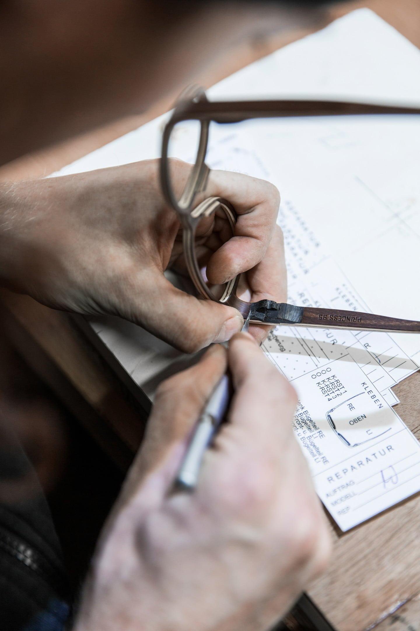 Handgemaakt in Tirol brillen van hout Rolf